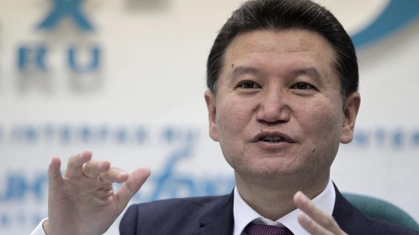 Kirsan Iljumschinow: Der Blatter des Schachs macht sich zum Sepp