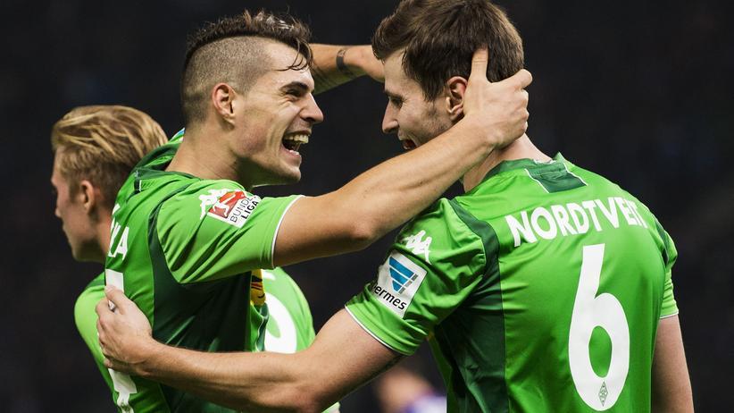 Fußball-Bundesliga: Gladbach siegt erneut, Dortmund verkürzt Rückstand auf München