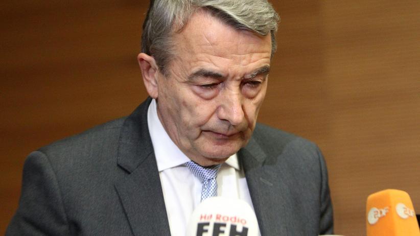 Wolfgang Niersbach: Wolfgang Niersbach bei seiner Rücktrittserklärung in Frankfurt