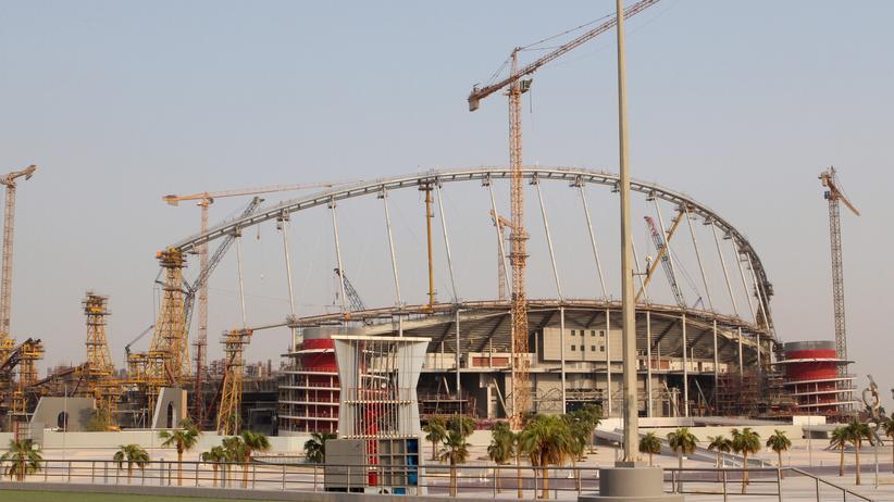 Stadionbau in Katar: Gewerkschaften beklagen die Ausbeutung von Gastarbeitern.