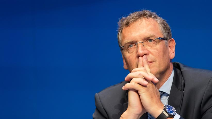 Fußball-Weltverband: ZURICH, SWITZERLAND - MAY 30: Jerome Valcke, FIFA secretary general, attends th the FIFA Post Congress Week Press Conference at the Home of FIFA on May 30, 2015 in Zurich, Switzerland.