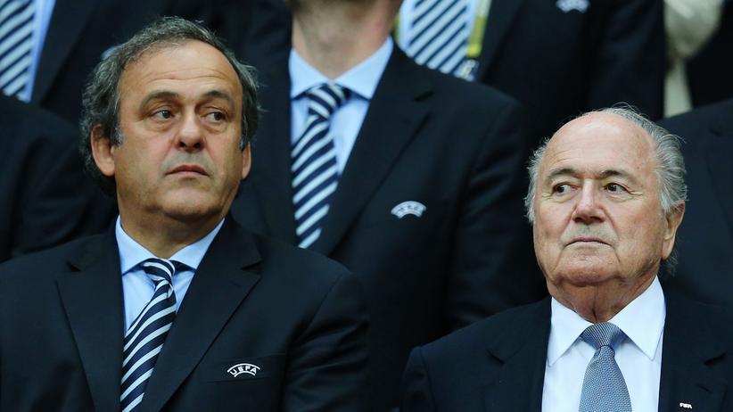 Michel Platini und Sepp Blatter während des EM-Spiels Deutschland-Italien 2012