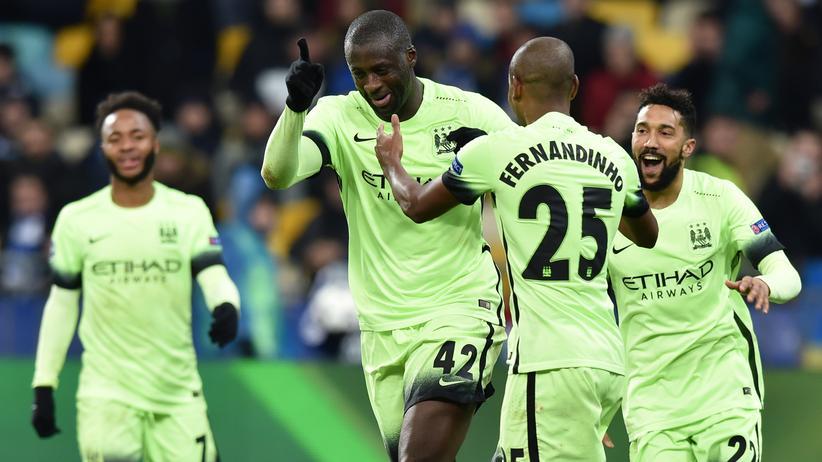 Die Spieler von Manchester City feiern das Tor von Yaya Touré (Mitte) in Kiew.
