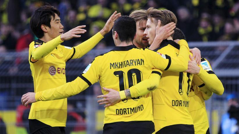 Fußball-Bundesliga: Dortmunds Spieler beim Torjubel im Spiel gegen Mainz 05