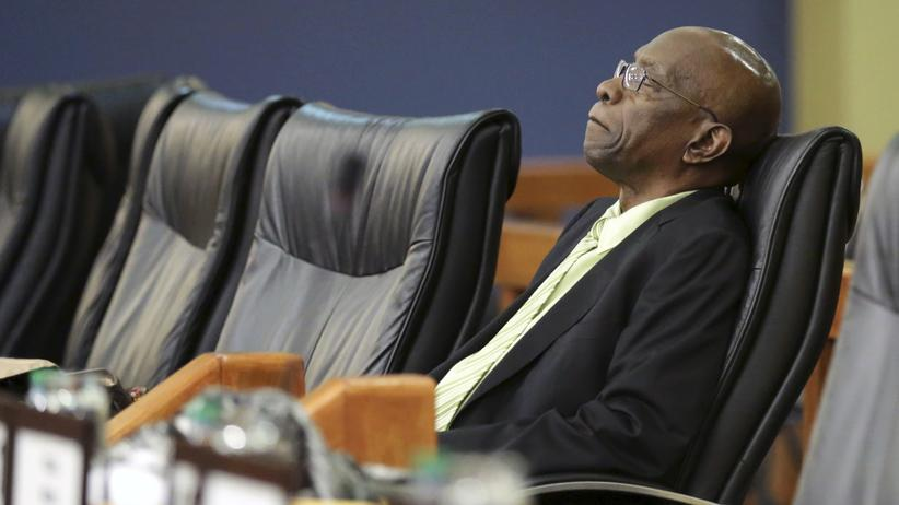 Korruptionsskandal: Former FIFA vice-president Jack Warner, who is a parliamentary representative for Chaguanas West, sits in parliament in Port-of-Spain, June 5, 2015.