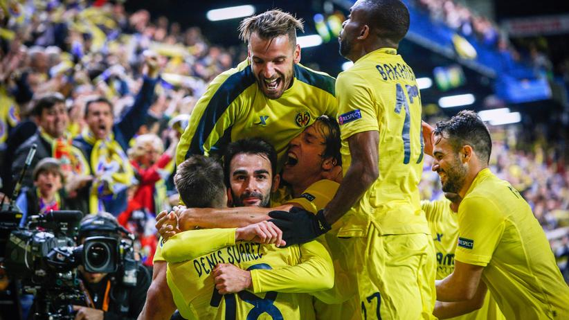 Europa League: Villarreals Spieler bejubeln ein Tor.