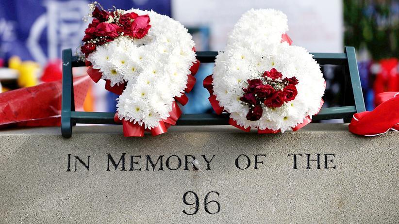 England: Eine Gedenktafel für die 96 Opfer der Hillsborough-Katastrophe vor dem Stadion in Sheffield.