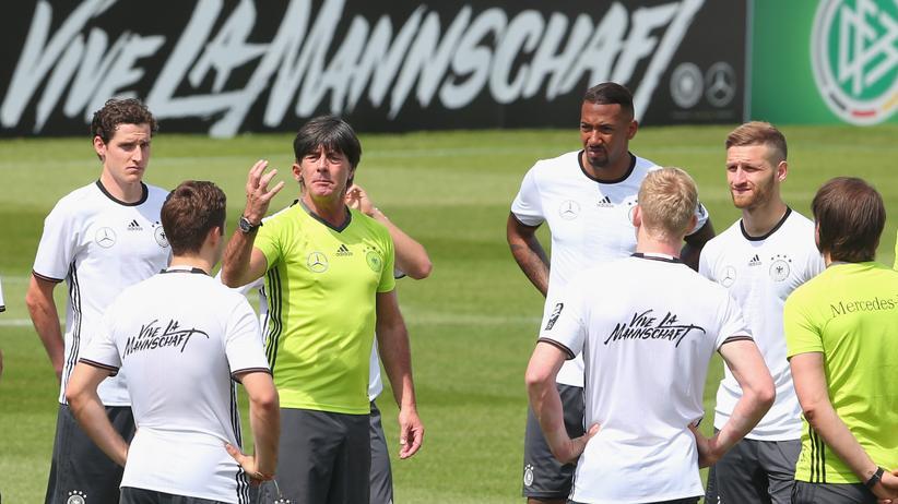 Nationalmannschaft: Joachim Löw nominierte in Ascona 23 Spieler für den EM-Kader.