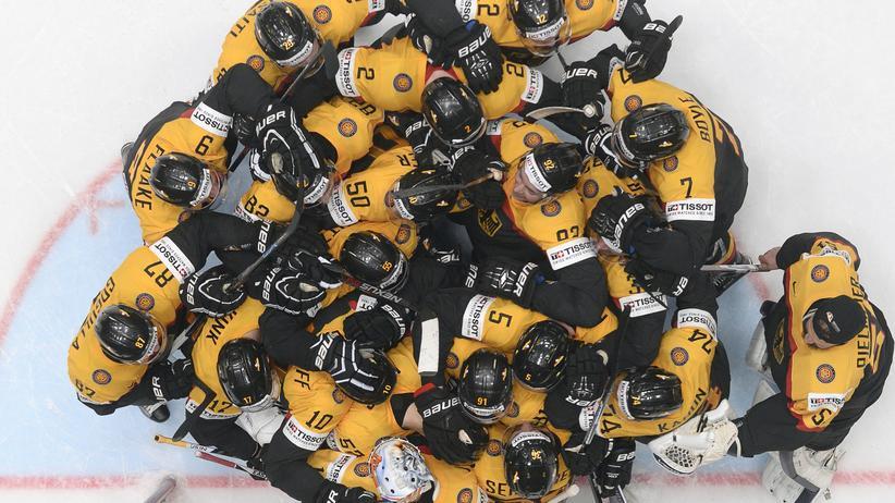 Kein Bienenstock, sondern eine fröhliche deutsche Eishockeymannschaft