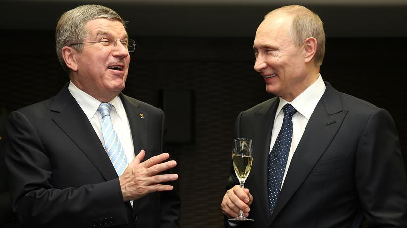 Putin und der Weltsport: Stets lächelnd, stets schweigend: Thomas Bach mit Wladimir Putin