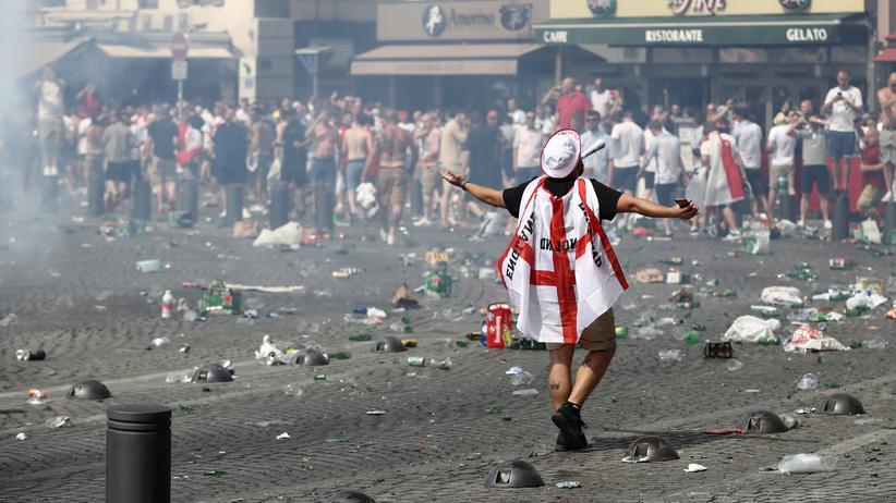 Ausschreitungen in Marseille: Britische Hooligans zu Haftstrafen verurteilt