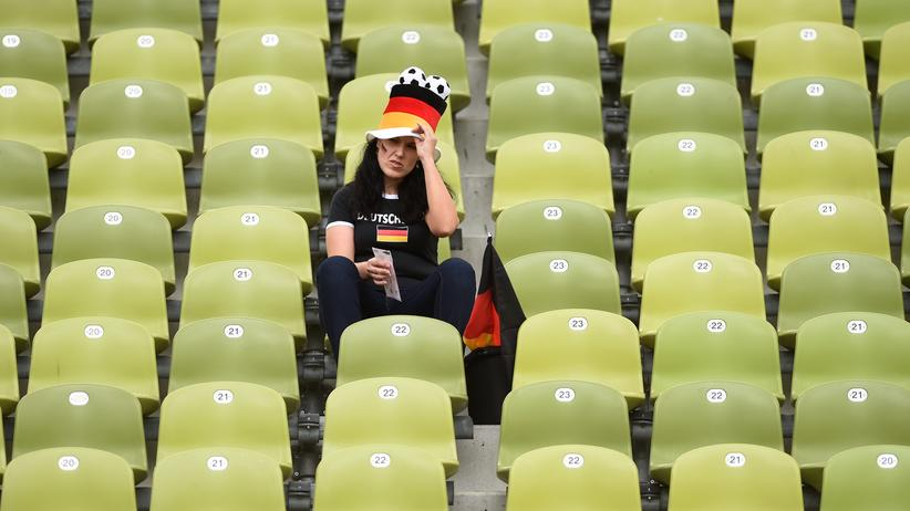 Ein deutscher Fan beim Public Viewing in München. Auch da wartet man noch auf prickelnde Momente.