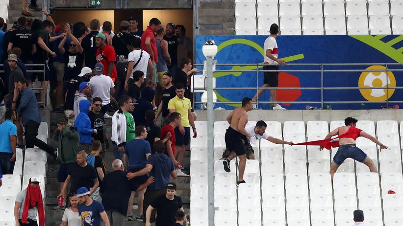 Fußball-EM: Rechtsextremer in russischer EM-Delegation