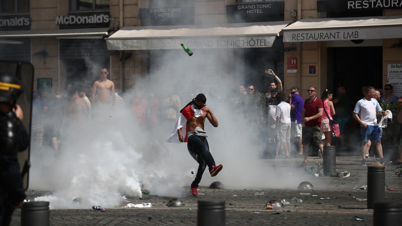 Russische Hooligans In Köln