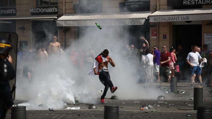 Fußball-EM: Russische Hooligans randalieren in Köln