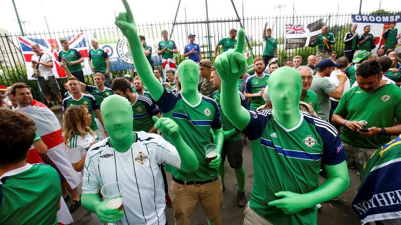 Fußball-EM: Feierten die größte Party dieser EM: Fans von der irischen Insel.