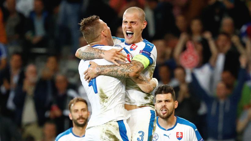 Russland-Slowakei: Fußball – du kannst so schön sein.