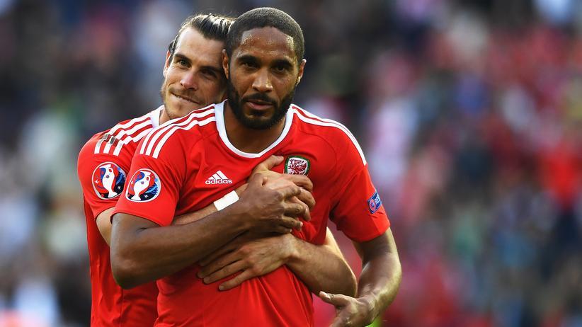 Gareth Bale und Ashley Williams haben sich ins Viertelfinale getanzt