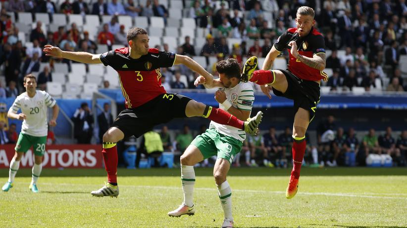 Kein Foul, sagte der Schiedsrichter zu dieser Szene im belgischen Strafraum, Sekunden später erzielte Belgien auf der anderen Seite das 1:0.