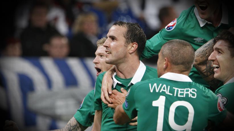 Die Iren feiern einen Treffer beim Sieg gegen Deutschland.