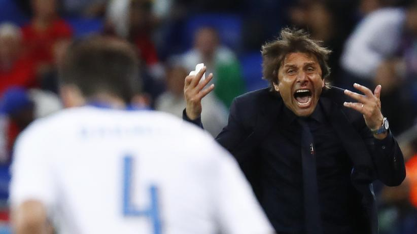 Italien - Belgien: Der italienische Nationaltrainer Antonio Contenach dem 1:0.