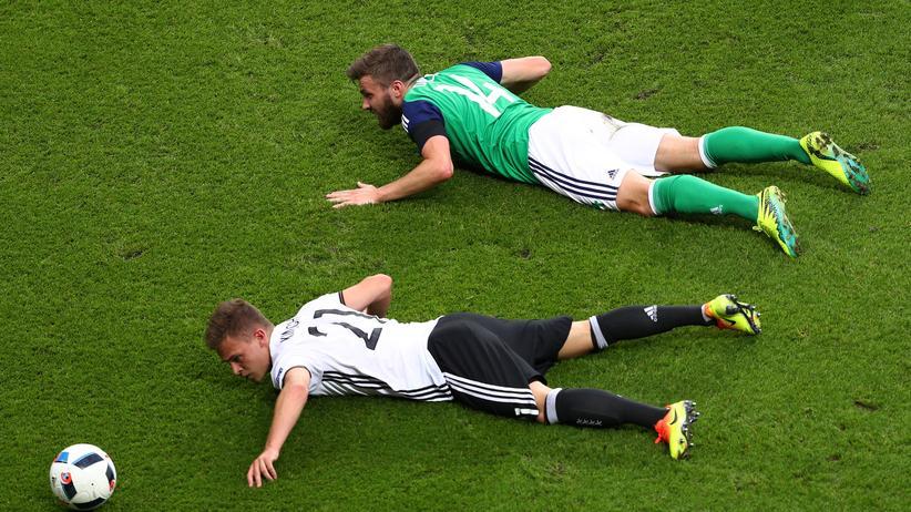 Sie versuchten, wie Joshua Kimmisch hier, gegen Nordirland sehr viel mehr als in den Spielen zuvor, es blieb aber bei nur einem Tor.