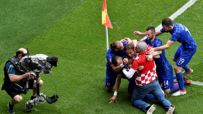 Wir nennen es: Kroatischer Jubel mit Fan vor Kamera