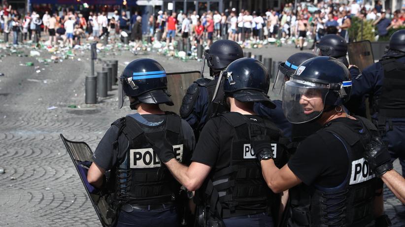 Französische Polizisten am Samstag in Marseille.