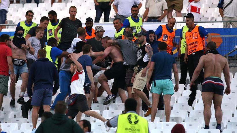 Fußball-EM: Uefa bestraft Russland mit EM-Ausschluss auf Bewährung