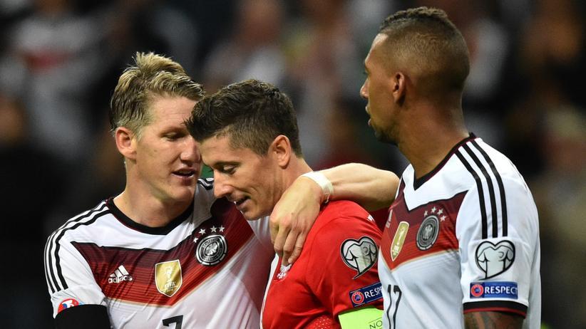Auf diese drei wird sich heute vieles konzentrieren: Bastian Schweinsteiger, Robert Lewandowski und Jerome Boateng beim EM-Quali-Spiel im September 2015.
