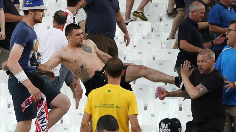 Uefa: Fan-Gewalt während dem Spiel England gegen Russland