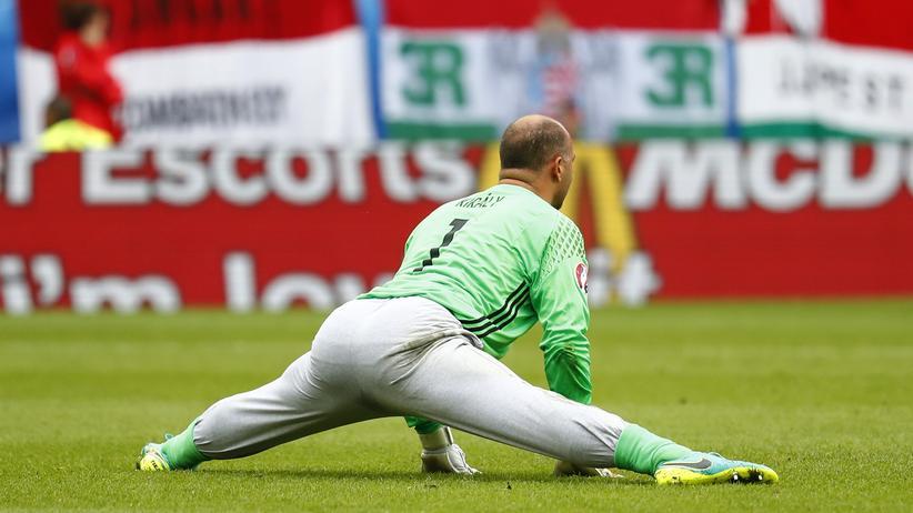Österreich - Ungarn: Der ungarische Torhüter Gabor Király gab mit 40 Jahren sein EM-Debüt gegen Österreich.