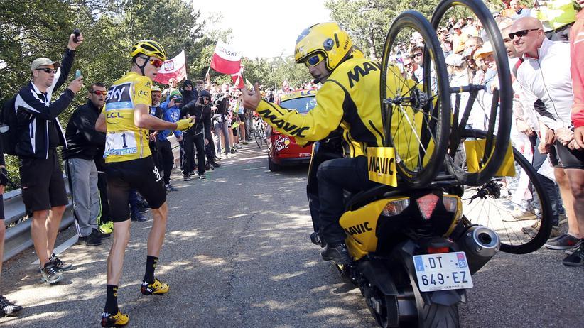 Tour de France: Froome stürzt, rennt – und behält das Gelbe Trikot doch