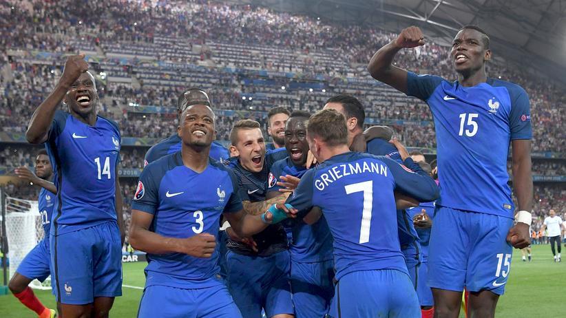 Allez, allez: Frankreichs Fußballer feiern den Halbfinal-Sieg