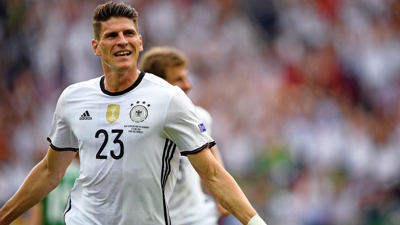 Mario Gomez: Stürmer Mario Gomez fällt für den Rest der Fußball-EM in Frankreich aus.