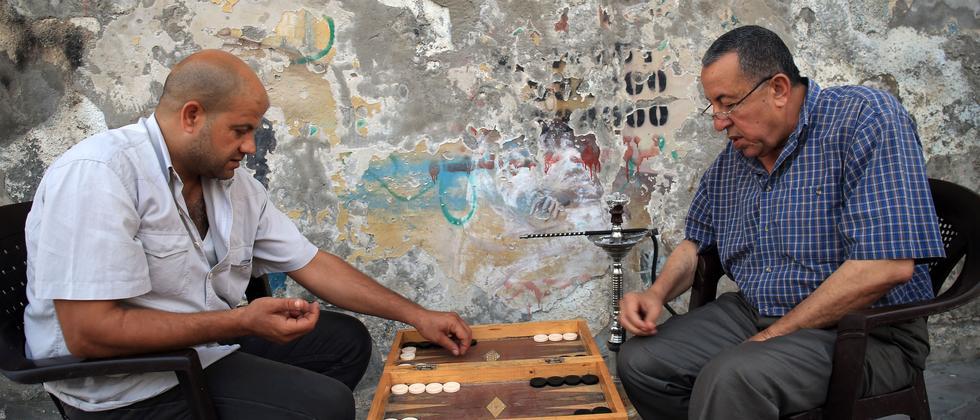 Backgammon ist ein Klassiker der Brettspiele. Jedes Jahr aber kürt eine Jury in Deutschland ein neues Spiel des Jahres.