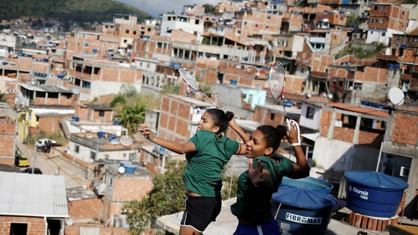 Olympische Spiele: Lohaynny und Luana Vicente über den Dächern von Rio de Janeiro, ihrer Heimatstadt