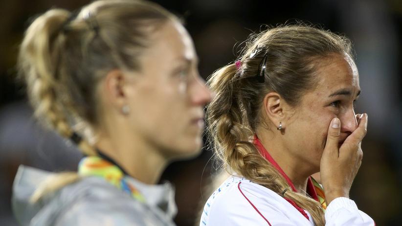 Mónica Puig ist bei der Siegerehrung in Rio de Janeiro ergriffen.