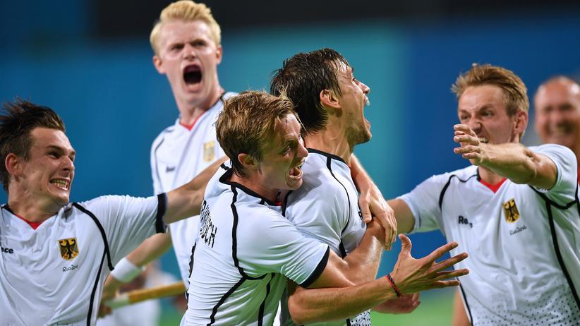 Olympia am Morgen: Bei diesem Sieg können einem schon mal die Gesichtszüge entgleisen: die deutschen Hockey-Herren.