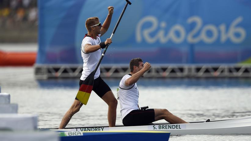 Rio de Janeiro: Sebastian Brendel und Jan Vandrey feiern ihren Sieg.