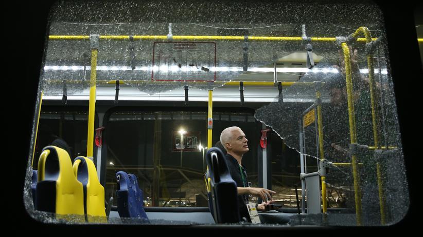 Olympische Spiele: Drei Verletzte nach Angriff auf Bus mit Journalisten
