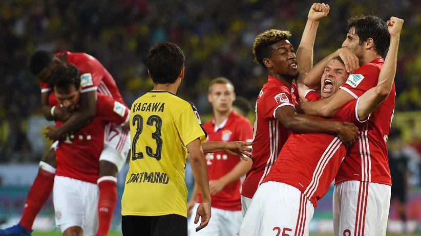 Fußball: Bayern München gewinnt den Supercup.