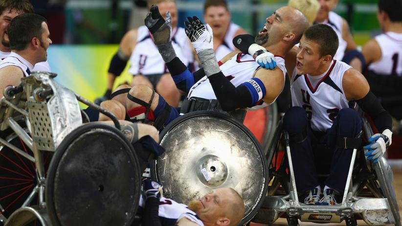 Körperkontakt ist nur beim Jubeln erlaubt, dafür sind die Rollstühle umgerüstet: Rugby ist einer der Höhepunkte bei den Paralympics
