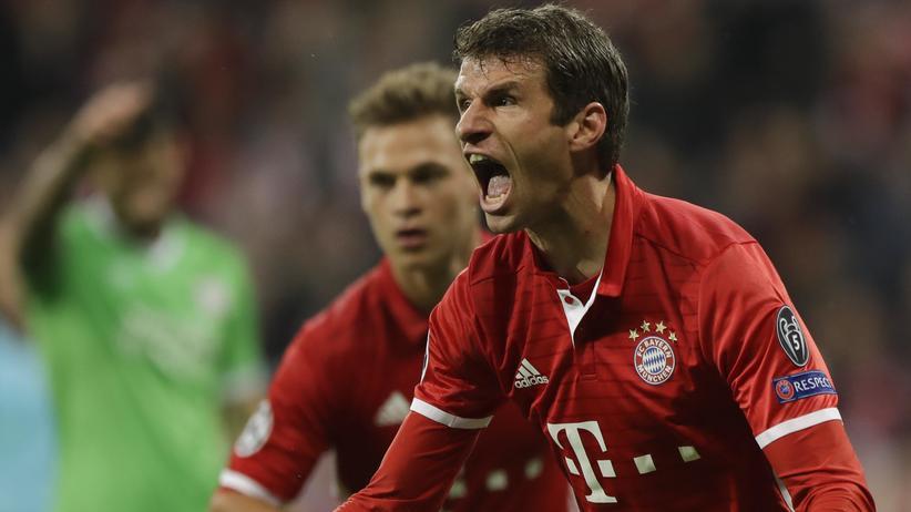 Champions League: Jubel bei Thomas Müller nach dem ersten Treffer gegen den PSV Eindhoven.