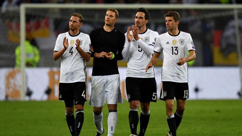 Zufrieden in Hamburg: Die Spieler der DFB-Elf