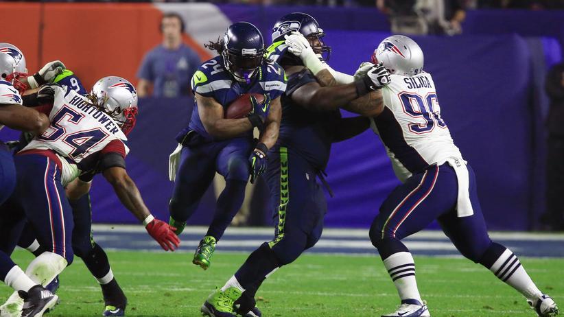 NFL: Die Seattle Seahawks (in Blau) und die New England Patriots (Weiß) trafen am 1. Februar 2015 beim 49. Super Bowl in Glendale, Arizona aufeinander. Die Patriots siegten 28:24.