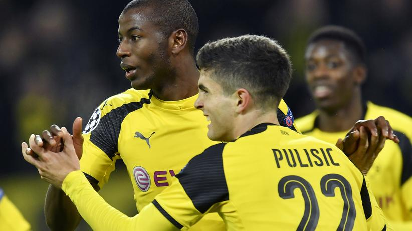 Champions League: Adrián Ramos (links) und Christian Pulisic feiern den Dortmunder Führungstreffer