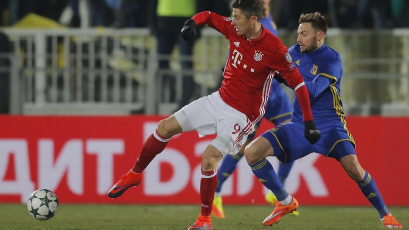 Champions League 5. Spieltag: Bayern Münchens Robert Lewandowski und FC Rostows Wladimir Granat