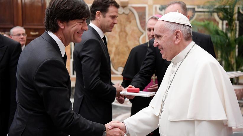 Papst: Franziskus empfängt deutsche Fußballer