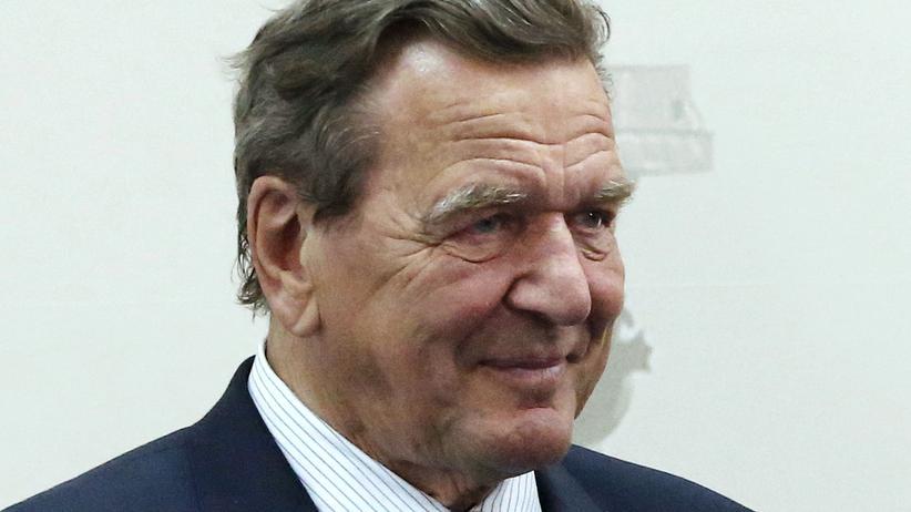 Fussball: Der ehemalige Bundeskanzler Gerhard Schröder beim Internationalen Wirtschaftsforum in St.Petersburg im Juni 2016